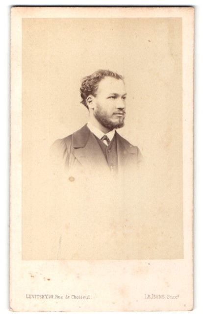 Fotografie Levitsky, Paris, Portrait junger Mann mit Vollbart