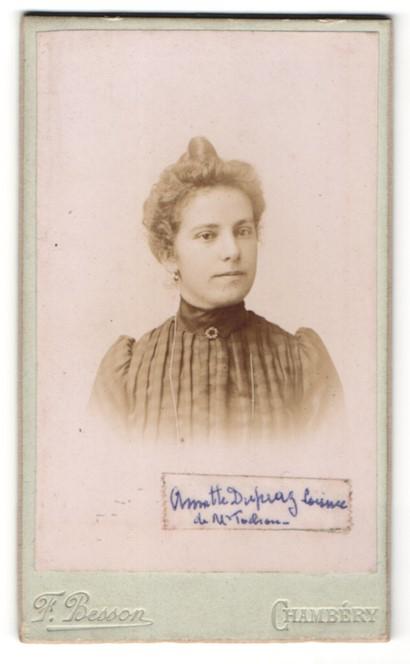 Fotografie F. Besson, Chambery, Portrait hübsche junge Frau mit Dutt