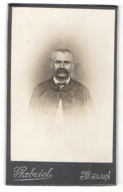 Fotografie Gabriel, Melun, Portrait Herr mit Schnauzbart