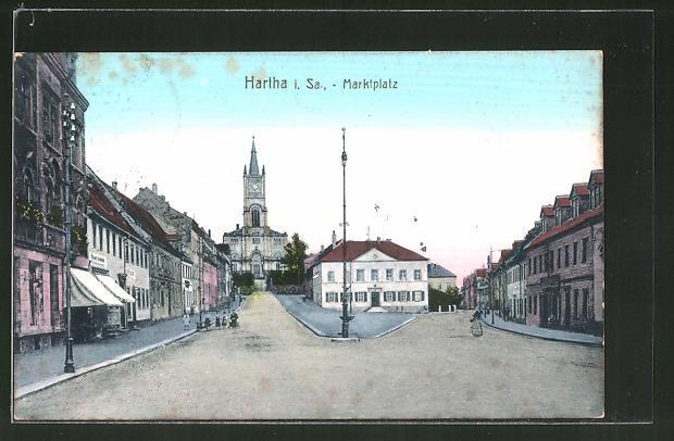 AK Hartha i. Sa., Marktplatz mit Rathaus und Kirche