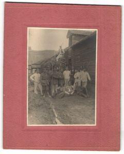Fotografie 1.WK, Deutsche Soldaten & Pioniere haben sich auf einem Gehöft einquartiert