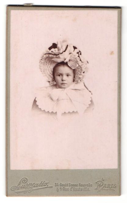 Fotografie Luzzatto, Paris, Portrait kleines Mädchen mit Hut
