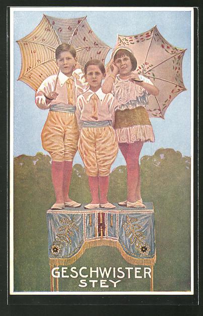 AK Zirkus-Akt Geschwister Stey in Kostümen und mit Schirmen