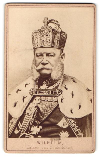 Fotografie Portrait Kaiser Wilhelm I. festlich geklleidet mit Krone & Orden