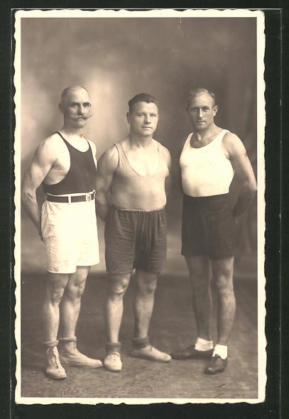 Foto-AK Hammerwerfer, drei Altherren-Kraftsportler