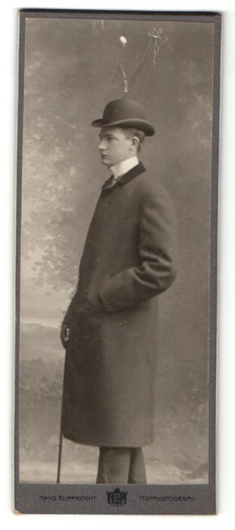 Fotografie Hans Rupprecht, Bremen, junger Mann im Mantel mit