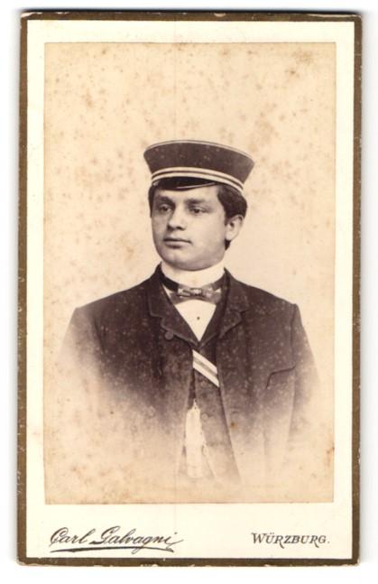 Fotografie Carl Galvagni, Würzburg, Portrait juner Mann in Uniform mit Mütze