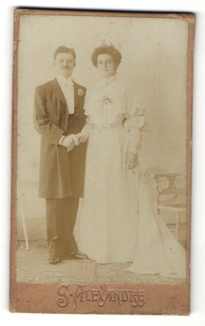 Fotografie G. Alexandre, Paris, hübsches Paar in Hochzeitskleidung