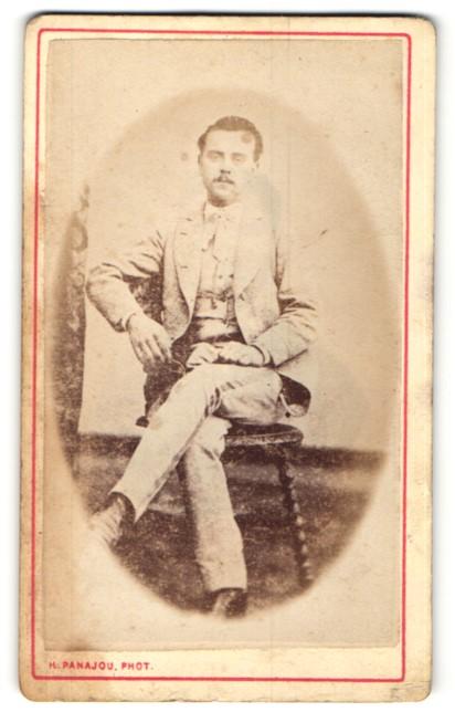 Fotografie H. Panajou, Bordeaux, junger Herr mit Schnurrbart im edlen Anzug