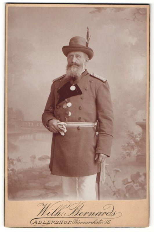Fotografie Wilh. Bernards, Berlin-Adlershof, Oberforstbeamter mit Orden