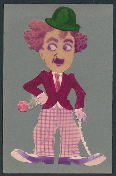 Filz-AK Schauspieler Charlie Chaplin als Tramp mit Jackett aus Filz und Rose