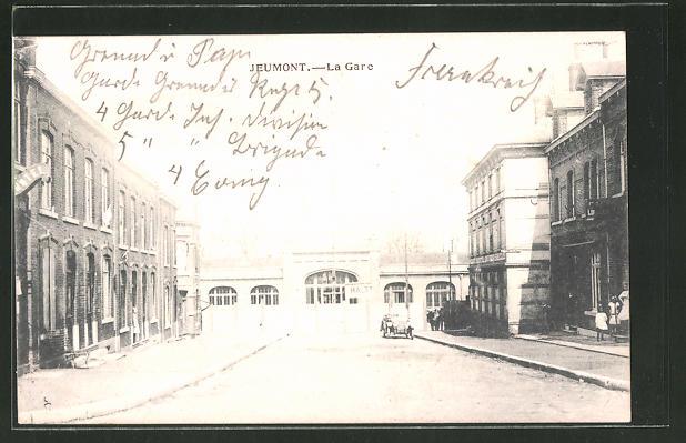 AK Jeumont, La Gare, Strassenansicht mit Bahnhof