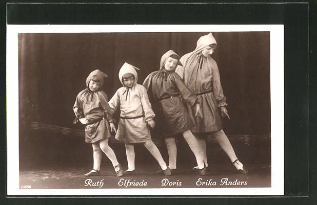 AK Varieté-Gruppe Ruth, Elfriede, Doris und Erika Anders im Wichtelkostüm