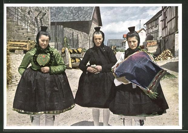 AK Frauen in hessischer Tracht beim Taufgang