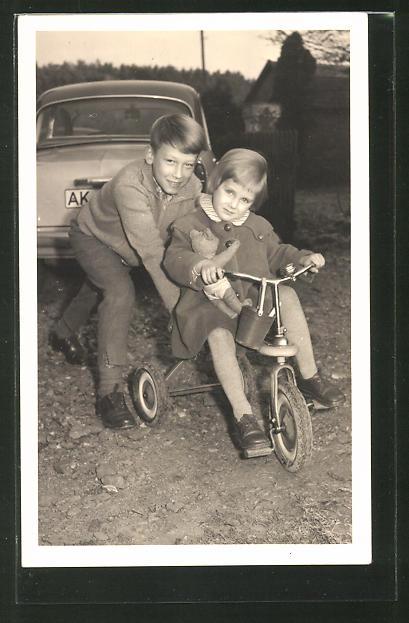 AK Bruder und Schwester mit Dreirad und Teddy, Spielzeug