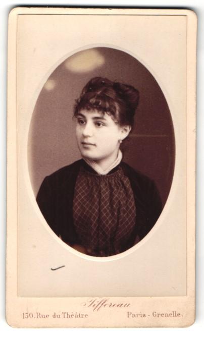 Fotografie Tiffereau, Paris-Grenelle, Portrait Fräulein mit zeitgenöss. Frisur