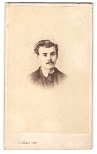 Fotografie C. L. Leblanc, Paris, Portrait junger Herr mit zeitgenöss. Frisur