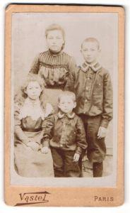 Fotografie Vastel, Paris, hübsche Mutter mit ihren Kindern