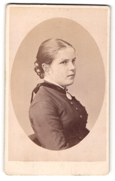 Fotografie Teich Hanfstaengl, Dresden, Portrait junges Mädchen mit Flechtzopf und Halskette