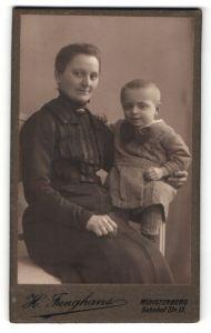 Fotografie H. Junghans, Münsterberg, Portrait Dame mit Kleinkind