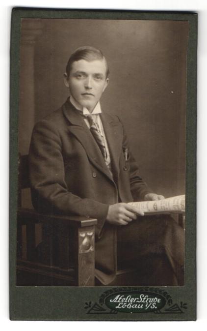 Fotografie Atelier Strube, Löbau i/S, Portrait bürgerlicher junger Herr
