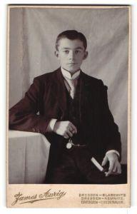 Fotografie James Aurig, Dresden-Blasewitz, Dresden-Kemnitz, Dresden-Cossebaude, Portrait Knabe in Anzug