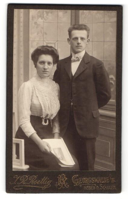 Fotografie J. R. Roettig, Georgswalde, Portrait bürgerliches Paar