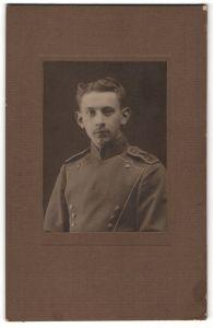 Fotografie unbekannter Fotograf und Ort, Portrait junger Ulan in Uniform