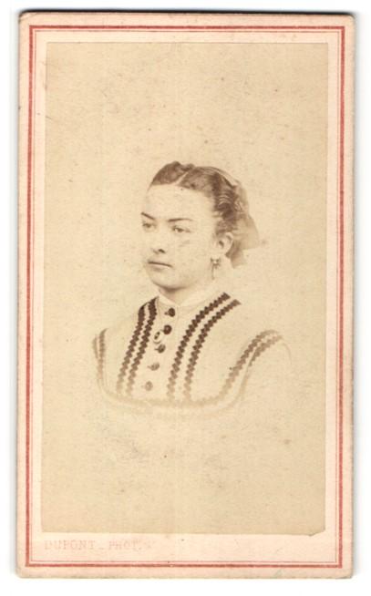 Fotografie Dupont, Paris, Portrait Fräulein mit zeitgenöss. Frisur