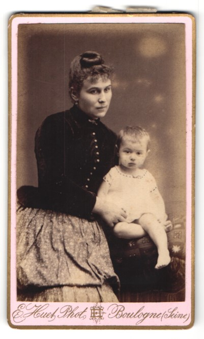 Fotografie E. Huet, Boulogne, Portrait Mutter mit Kind