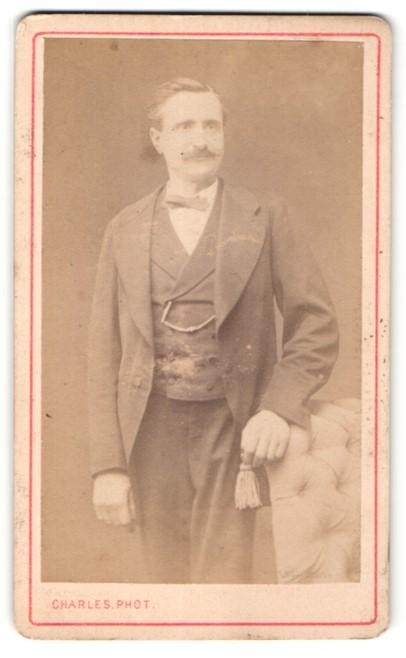 Fotografie Charles, Paris, Portrait Herr in Anzug