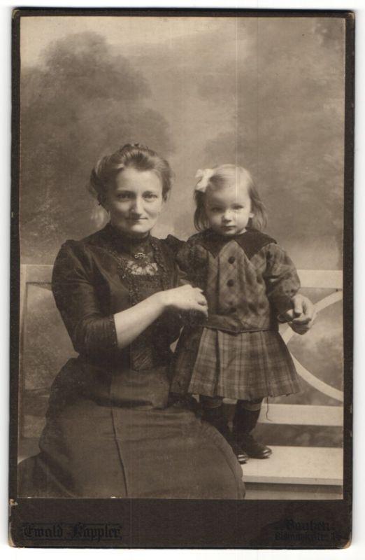 Fotografie Ewald Kappler, Bautzen, Portrait Mutter mit kleiner Tochter