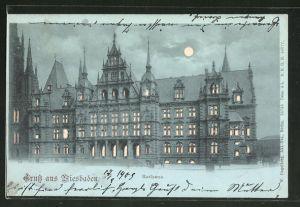 Mondschein-AK Wiesbaden, Blick auf das Rathaus, Halt gegen das Licht