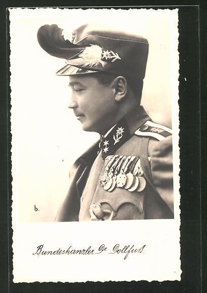 AK Bundeskanzler Dollfuss in Uniform mit Orden