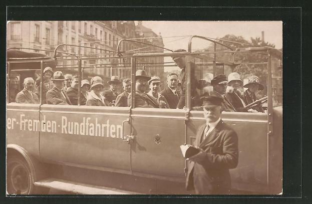 Foto-AK Voll besetzter Bus für Stadtrundfahrt