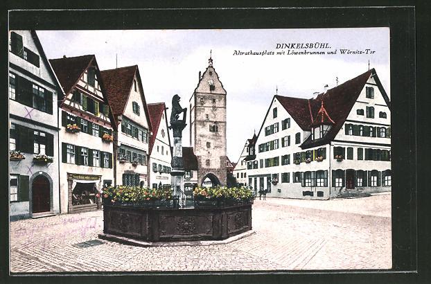 AK Dinkelsbühl / Mfr., Altrathausplatz mit Löwenbrunnen und Wörnitz-Tor