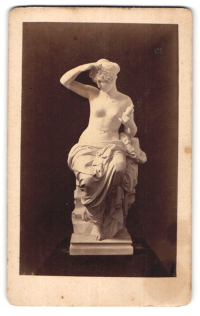 Fotografie unbekannter Fotograf und Ort, Figur von Wichmann, Psyche