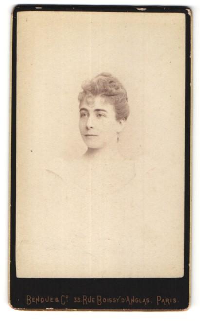 Fotografie Benque & Co, Paris, Portrait hübsche junge Dame mit Hochsteckfrisur