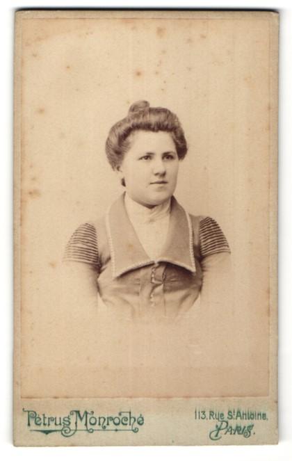 Fotografie Pétrus Monroché, Paris, Portrait Fräulein mit Hochsteckfrisur