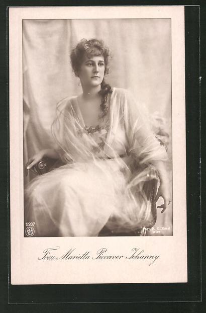 AK Schauspielerin Marietta Picarver Johanny im Stuhl sitzend porträtiert