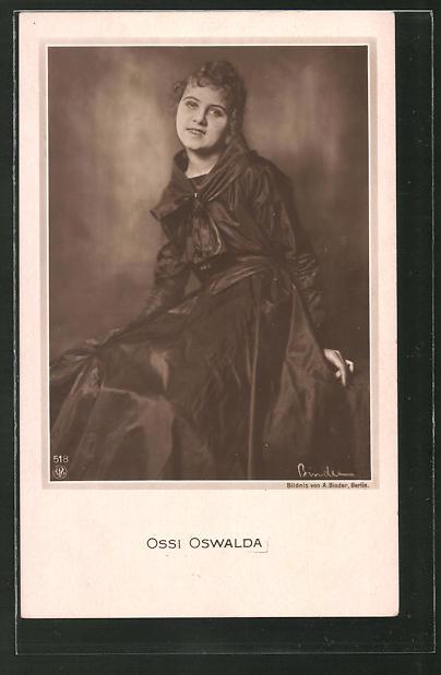 AK Schauspielerin Ossi Oswalda im Kleid porträtiert