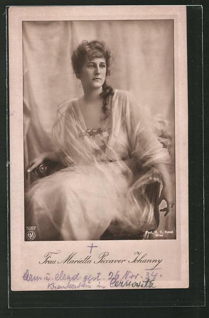 AK Schauspielerin Marietta Picarver Johanny in Stuhl sitzend porträtiert