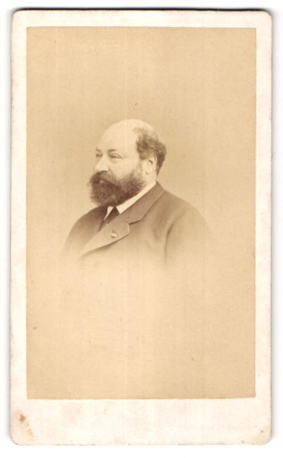 Fotografie Le Jeune, Paris, Portrait edler Herr mit Vollbart und Halbglatze