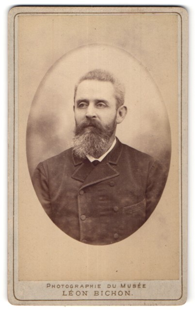 Fotografie Leon Bichon, St. Germain en Laye, Portrait älterer Herr mit Vollbart