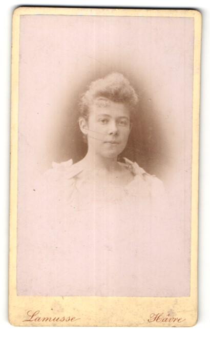 Fotografie Lamusse, Havre, Portrait hübsches Mädchen in edler Bluse mit Schleifen