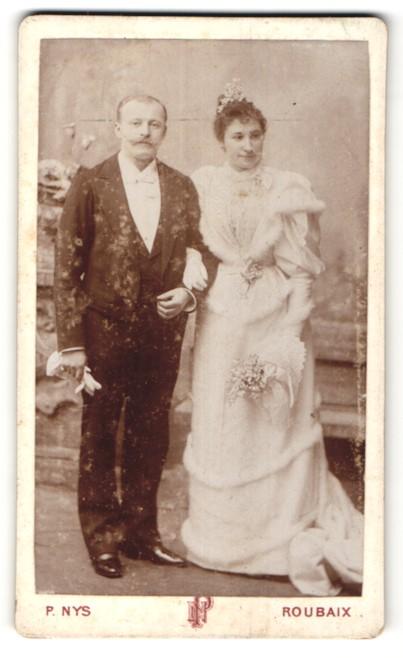 Fotografie P. Nys, Roubaix, hübsches Paar in Brautmode