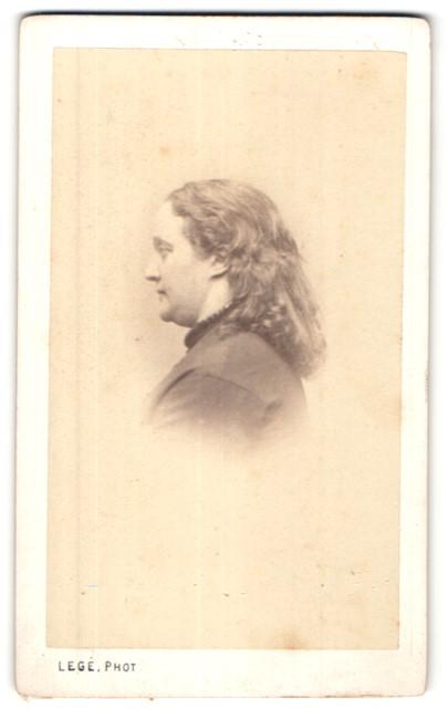 Fotografie De Carjat & Cie, Paris, Portrait hübsche Dame mit offenem Haar