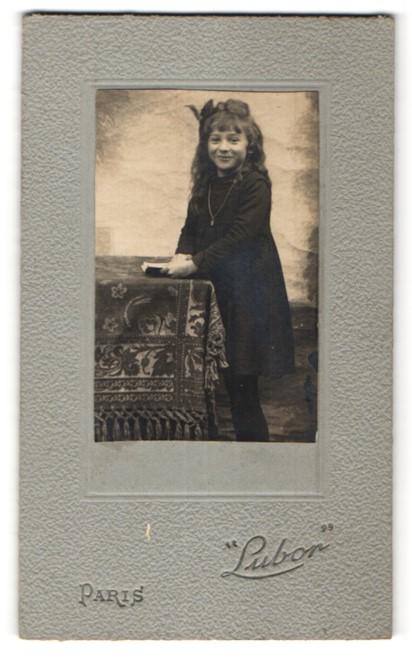Fotografie Lubon, Paris, Portrait kleines Mädchen mit wallendem Haar