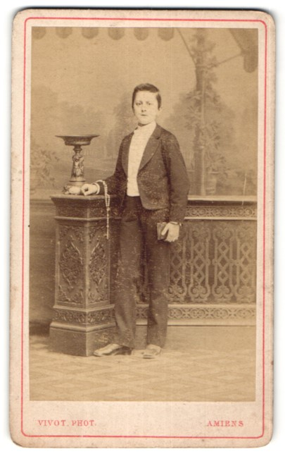 Fotografie Vivot, Amiens, Portrait Knabe in festlichem Anzug