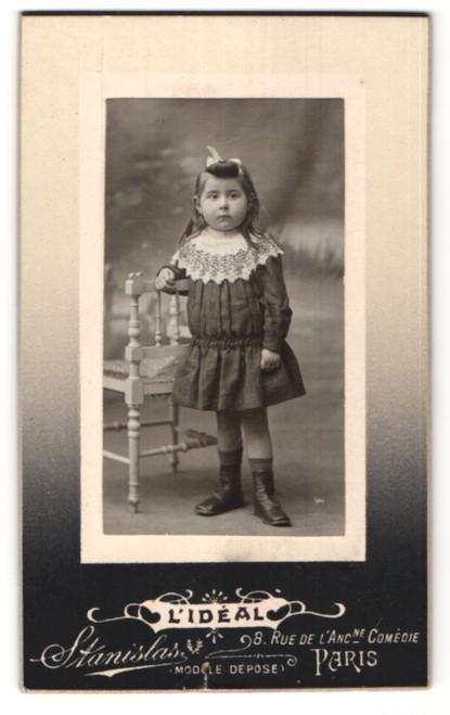 Fotografie Stanislas, Paris, Portrait kleines Mädchen mit Haarschleife
